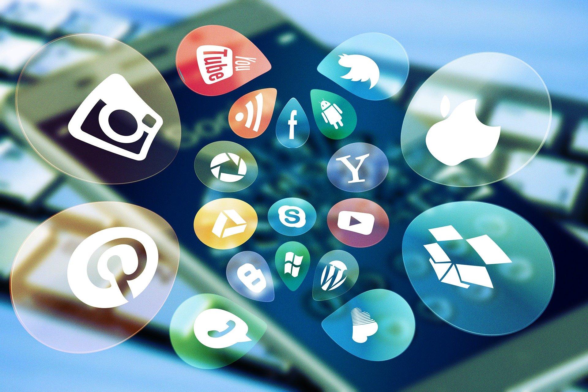 5 Benefits of Marketing Through Social Media